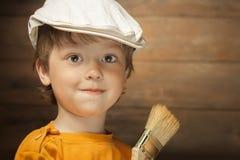 Gelukkige jongen met verfborstel royalty-vrije stock fotografie