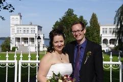 Gelukkige jonggehuwden Stock Foto
