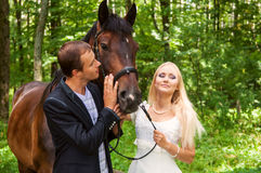Gelukkige jonggehuwden Royalty-vrije Stock Afbeeldingen