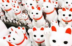 Gelukkige katten bij gotokuji-Tempel Royalty-vrije Stock Foto