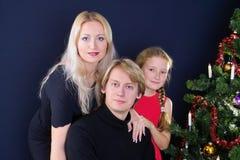 Gelukkige Kerstmisfamilie Stock Foto's