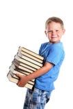 Gelukkige kind dragende boeken stock afbeeldingen