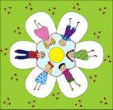 Gelukkige kinderen die handen houden Stock Foto