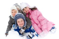 Gelukkige Kinderen die in Sneeuw spelen Stock Afbeelding