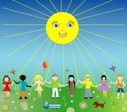 Gelukkige kinderen met zon Stock Foto's