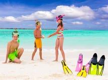 Gelukkige kinderen op strand royalty-vrije stock fotografie