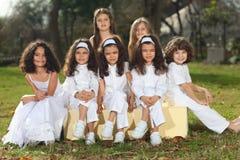 Gelukkige kinderen in wit Stock Foto