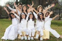 Gelukkige kinderen in wit Royalty-vrije Stock Afbeelding