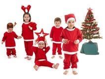 Gelukkige kleine kinderen in het kostuum van de Kerstman Stock Foto's