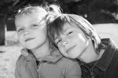 Gelukkige kleine vrienden royalty-vrije stock fotografie