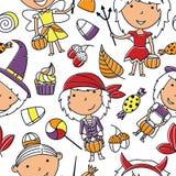 Gelukkige meisjes in Halloween-kostuums met snoepjes naadloos patroon Stock Foto