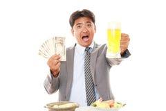 Gelukkige mens die maaltijd eten royalty-vrije stock foto