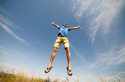 Gelukkige mens die springen, Royalty-vrije Stock Afbeelding