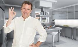 Gelukkige mens in keuken Royalty-vrije Stock Afbeelding
