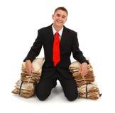 Gelukkige mens met administratie Stock Afbeeldingen