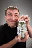 Gelukkige mens met ingeblikt geld stock fotografie