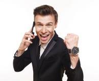 Gelukkige mens met mobiele telefoon, succesconcept stock foto