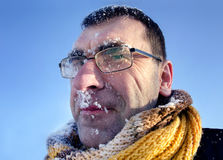Gelukkige mens in sneeuw Royalty-vrije Stock Foto