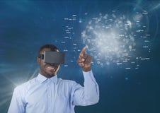 Gelukkige mens in VR-hoofdtelefoon wat betreft interface met gloed tegen blauwe achtergrond Stock Afbeeldingen