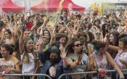 Gelukkige mensen tijdens Festival van kleuren Holi Royalty-vrije Stock Foto's
