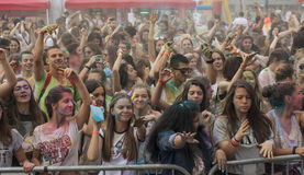 Gelukkige mensen tijdens Festival van kleuren Holi Stock Afbeelding