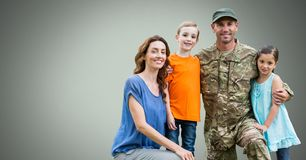 Gelukkige Militaire Familie met groene achtergrond royalty-vrije illustratie