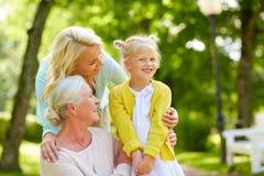 Gelukkige moeder, dochter en grootmoeder bij park royalty-vrije stock foto