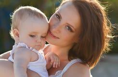 Gelukkige moeder en baby Stock Foto's