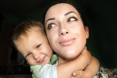Gelukkige moeder en baby zelf Royalty-vrije Stock Foto
