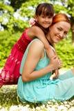 Gelukkige moeder en dochter Royalty-vrije Stock Afbeeldingen