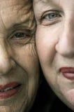 Gelukkige moeder en dochter stock afbeelding
