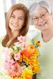 Gelukkige moeder en dochter bij Moederdag Stock Foto