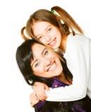 Gelukkige moeder en haar dochter over witte achtergrond Royalty-vrije Stock Afbeeldingen