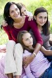 Gelukkige moeder met drie het mooie kinderen glimlachen stock foto's