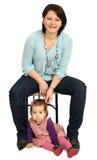 Gelukkige moeder met weinig dochter Stock Foto