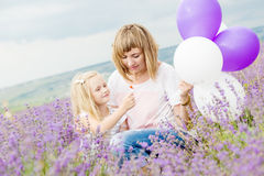 Gelukkige moeder met zijn kleine dochter Royalty-vrije Stock Fotografie