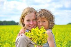 Gelukkige moeder met zoon Stock Foto's
