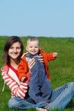 Gelukkige moeder met zoon Stock Afbeelding