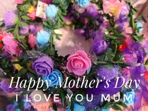 Gelukkige Moederdagwens met kleurrijke bloemenachtergrond royalty-vrije stock foto