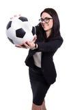 Gelukkige mooie bedrijfsdievrouw met voetbalbal op whit wordt geïsoleerd Royalty-vrije Stock Foto's