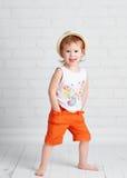 Gelukkige mooie de danser van het babymeisje het dansen hiphopdans Stock Afbeelding