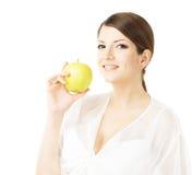 Gelukkige mooie vrouw die groene appel houden stock afbeelding