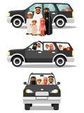 Gelukkige moslim Arabische familie die door auto in verschillende meningen reizen royalty-vrije illustratie
