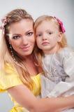 Gelukkige mum met het dochterportret Royalty-vrije Stock Afbeeldingen