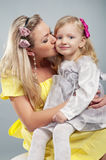 Gelukkige mum met het dochterportret Royalty-vrije Stock Foto's