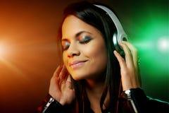 Gelukkige muziekvrouw royalty-vrije stock foto