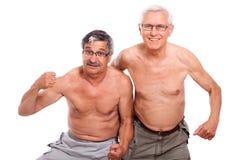 Gelukkige naakte oudsten die lichaam tonen Stock Fotografie