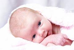 Gelukkige Nieuw - geboren Meisje Royalty-vrije Stock Afbeelding