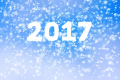 Gelukkige nieuwe jaar 2017 achtergrond van vaag sneeuwonweer op blauwe hemel Royalty-vrije Stock Fotografie
