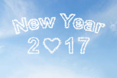 Gelukkige nieuwe jaar 2017 wolk op blauwe hemel Royalty-vrije Stock Foto